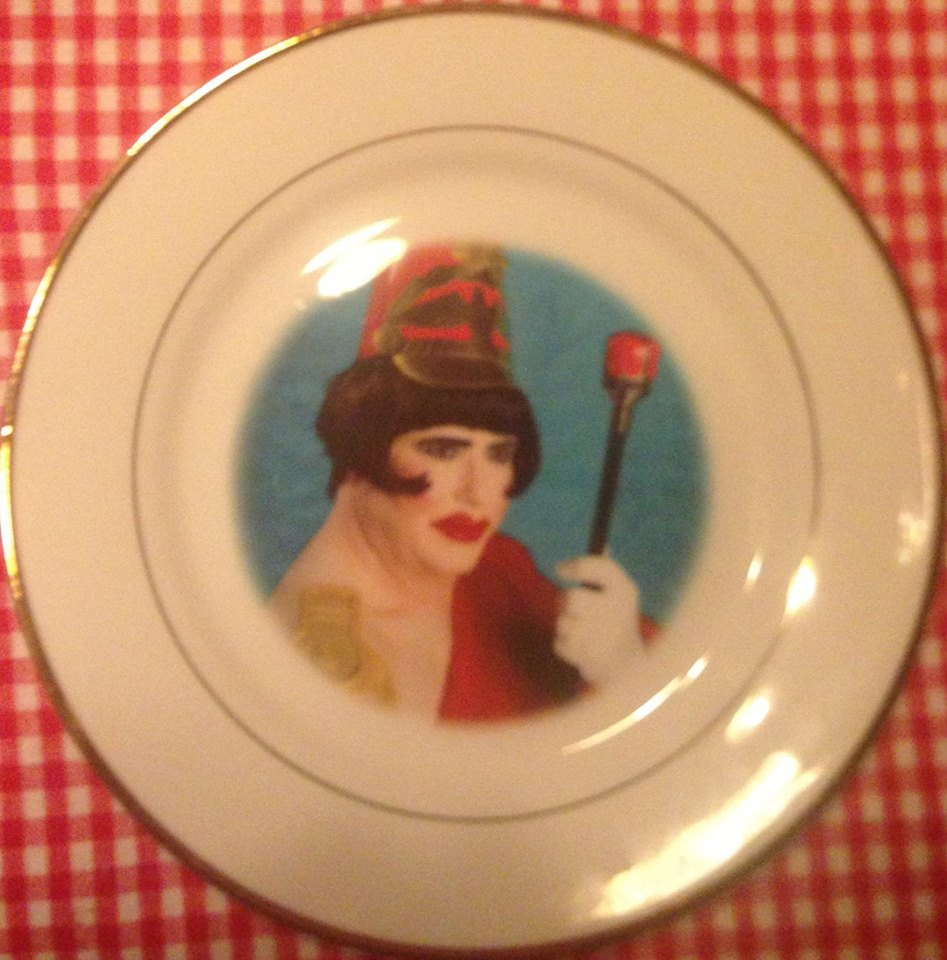 Dina's back at Re-bar for her 2014 Xmas Show...she's also appearing on fine dessert plates!